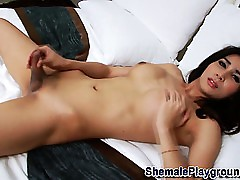 Asian ladyboy blows millstone
