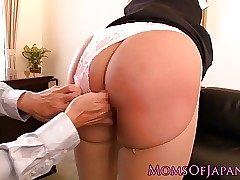 Squirting pornstar Hana Haruna..