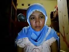 indonesia- jilbab pamer tubuh..